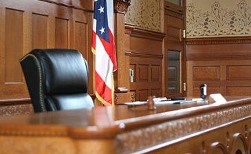 بالفيديو.. كيف انتقم الأبناء من قاتل أمهم داخل المحكمة