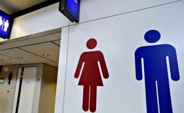 تحقيق الحلم يدفع سيدة أعمال بريطانية لتنظيف المراحيض