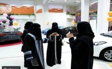 أول معرض سيارات للنساء في المملكة العربية السعودية