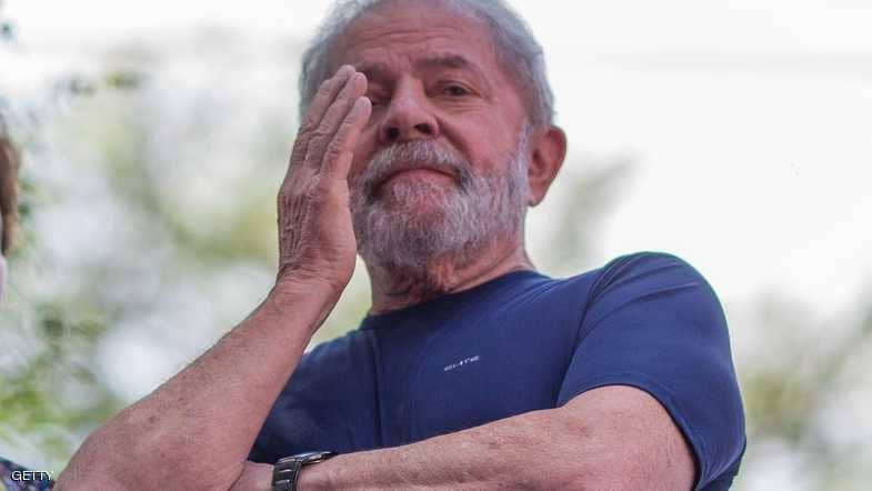 الرئيس البرازيلي الأسبق يصل إلى السجن لتنفيذ عقوبته