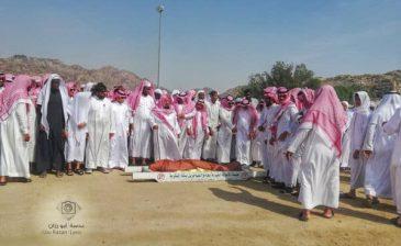 بالصور والفيديو: وداع مؤثر للشيخ محمد العجلان بعد ربع قرن من التدريس بالحرم المكي