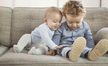 هل تسهم الأجهزة الرقمية في تراجع استخدام الأطفال للأقلام؟