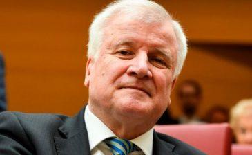 وزير الداخلية الألماني: الإسلام لا ينتمي لألمانيا