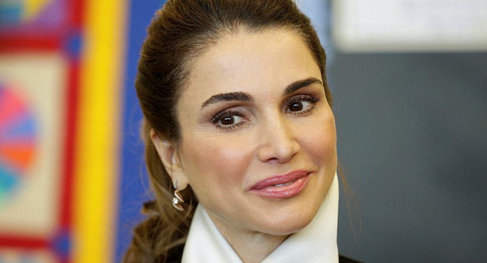 الملكة رانيا تتسلم جائزة شخصية العام