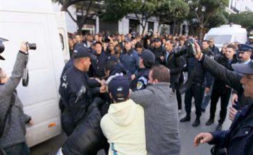 الشرطة الجزائرية تفرق مظاهرة احتجاجية لطلبة المدارس العليا للأساتذة