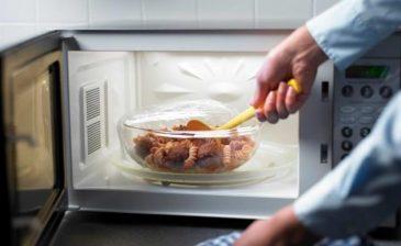 """احذر.. """"الميكروويف"""" يقتل العناصر الغذائية في الطعام"""