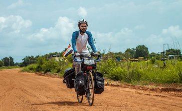 """""""ابن نوفل"""".. قرر السفر لروسيا على دراجته 90 يومًا لتشجيع المنتخب"""