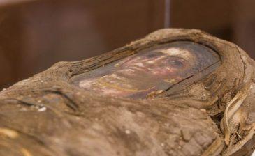 تعرف على قصة وأسرار مومياء طفلة مصرية فريدة من نوعها .. دُفِنَت قبل 1900 سنة مع رسمٍ لوجهها