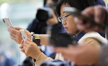 كيف نحمي المراهقين من سموم الهواتف النقالة؟