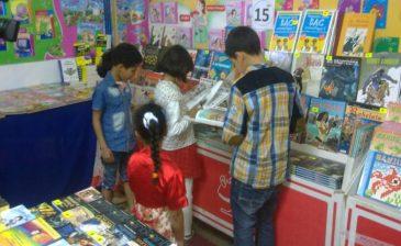 """في يوم الختام.. أطفال معرض الكتاب """"باي باي يا فسحتنا"""" (صور)"""