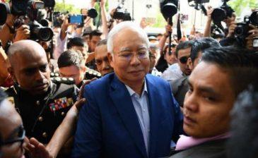 """""""رويترز"""": اعتقال رئيس الوزراء الماليزي السابق لتهم تتعلق بالفساد"""