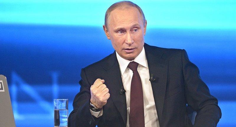 معطيًا له كرة قدم بوتين لترامب: كرة سوريا في ملعبك