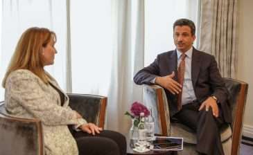 """رئيس السياحة يلتقي """"جلوريا"""" للمشاركة في المعارض الدولية"""