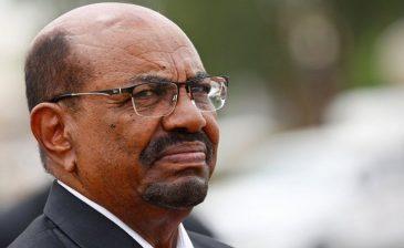 السودان .. البشير يصل إلى مقر محاكمته والجلسة علنية