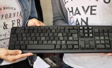 طالبتان تركيتان تطوران لوحة مفاتيح للمكفوفين