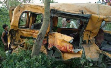 مقتل 13 تلميذاً في تصادم حافلة وقطار بشمال الهند