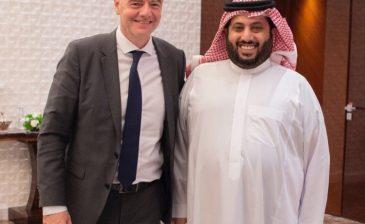 رئيس هيئة الرياضة يجتمع مع رئيس اتحاد الفيفا