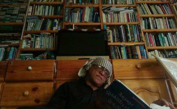 شاعر يمني يبيع مكتبته لسداد ديونه