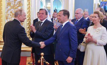 بوتين يرشح ميدفيديف رئيسا للحكومة