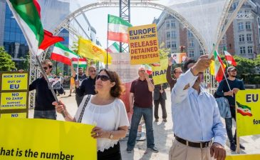 إيرانيون يحتجون على زيارة «ظريف» لبروكسل
