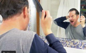 رجل يلجأ إلى أغرب طريقة ممكنة من أجل حلاقة شعره