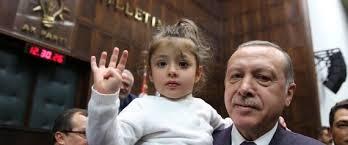هذا ما فعله 'أردوغان' مع طفلة قاطعت خطابه ونادته يا جدي
