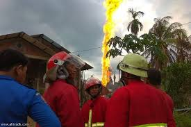 مقتل 10 أشخاص بحادث حريق بئر نفطية في إندونيسيا