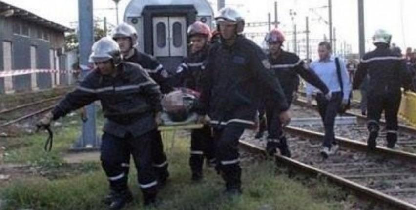 سيدة تتدخل في الوقت المناسب لمنع رجل من إلقاء نفسه أمام قطار